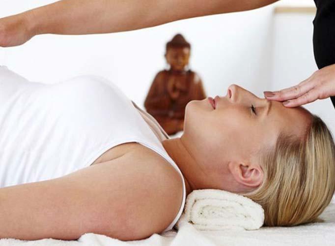 woman having a pregnancy massage